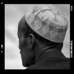 L'homme au chapeau (Artlove2010) Tags: polaroid noiretblanc puteaux champigny