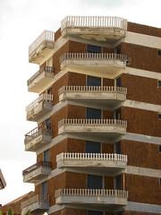 Tranqueras en altura (trulopez) Tags: building brick ladrillo architecture arquitectura edificio balconies balcones pinamar costaatlantica arquitecturaanonima