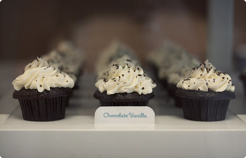 Trophy Cupcakes: Chocolate Vanilla