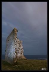San Telmo (www.sergiuko.com) Tags: pared nikon playa ruinas nocturna torreon santelmo d60 acantilados santajusta ubiarco sergiuko