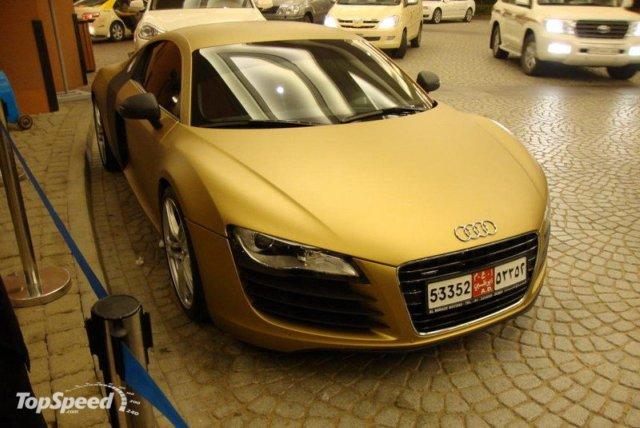 matte-gold-audi-r8-s_800x0w