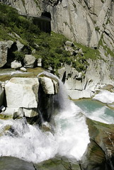 Thumb-up ! // Pouce ! (Riex) Tags: mountain alps nature montagne alpes river switzerland waterfall suisse riviere canyon cascade uri torrent a100 amount chutedeau reuss sal1680z minoltaamount schoellenen carlzeisssonyf35451680mm schollenen variosonnartdt35451680 sabbaticalphoto