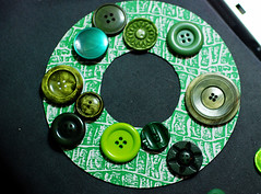 button wreath glue largest buttons first (craftapalooza) Tags: green vintage buttons vintagebuttons buttonwreath buttonwreathtutorial