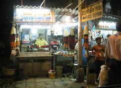 Mumbai Street Scene Nov 09 - 6 (lemoncat1) Tags: sea india rock mahal palace laundry gandhi ganesh bombay western end gateway lands mumbai hindu jain bandra worli mahalaxmi phule jainism indian india sea temple market museum hotel jyotiba gateway hindusim railway end fort bwsl ghat amichand panalal adishwarji link taj crawford mahatma gandhi lands bandra rajiv babu jain bhavan sangrahalaya ghandi gandhi dhobi saat rasta