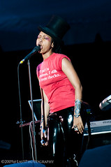 untitled-1854.jpg (outkasted_37) Tags: music festival quincy jones jean natural 7 keep bermuda thursday 2009 wyclef dockyard badu the erykah