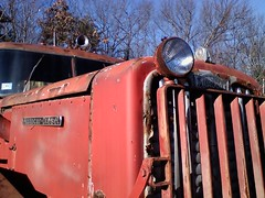 Forgoten Red Autocar (sixty8panther) Tags: tractor classic truck diesel diamond american trailer silvester diamondt bigred reo autocar marmon sixty8panther humaj