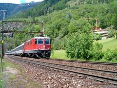 SBB Lokomotive Re 4/4 II 11196 oberhalb Giubiasco im Kanton Tessin / Ticino in der Schweiz (chrchr_75) Tags: hurni christoph schweiz suisse switzerland svizzera suissa swiss chrchr chrchr75 chrigu chriguhurni 2004 eisenbahn bahn train treno zug sbb re 44 420 lokomotive engine albumbahnenderschweiz juna zoug trainen tog tren поезд паровоз locomotora lok lokomotiv locomotief locomotiva locomotive railway rautatie chemin de fer ferrovia 鉄道 spoorweg железнодорожный centralstation ferroviaria albumsbbre44iiiii cff ffs schweizerische bundesbahn bundesbahnen re44