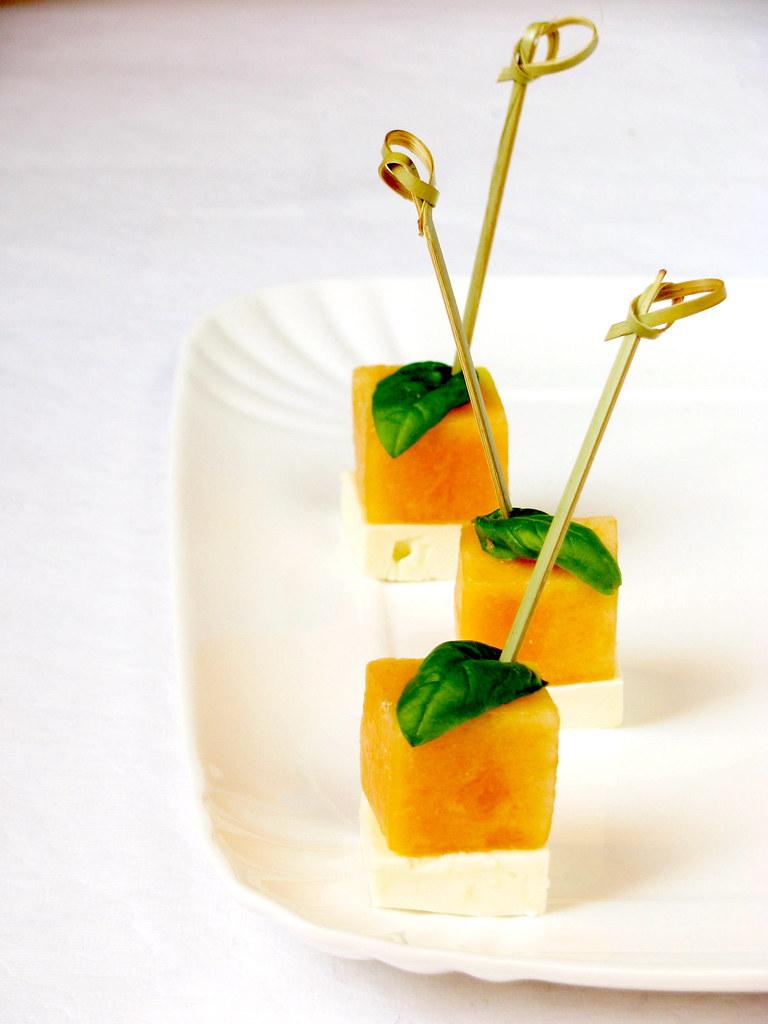 Bocconcini con melone, feta e basilico