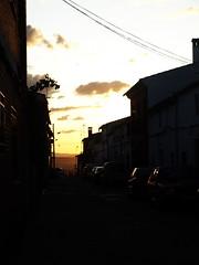 Calle acariciada por el sol (Campeuro) Tags: espaa cloud sun sol clouds atardecer spain village pueblo badajoz nubes puestadesol ocaso nube extremadura castilblanco