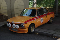 BMW 2002 ti (jens.lilienthal) Tags: auto old classic cars car race vintage germany hamburg 8 voiture racing historic oldtimer autos rennen 2009 stadtpark motorsport voitures paddock revival fahrerlager youngtimer rennsport stadtparkrevival stadtparrennen