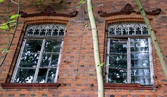Abandoned (:Linda:) Tags: two reflection brick abandoned window germany town thringen decay spiderweb thuringia cobweb spinne reflexion pediment spinnwebe eisenach twowindows wimperg verdachung