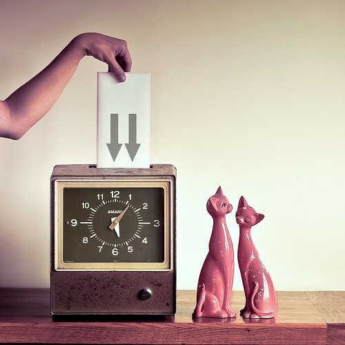 Cuba Gallery: Retro time clock cat