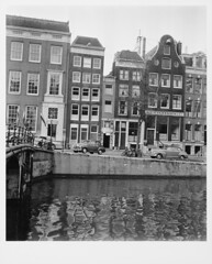 01-25-1952_10216 Singel (IISG) Tags: auto beer car amsterdam shop heineken canal traffic parking alcohol winkel bier architectuur gracht parkeren verkeer vervoer benvanmeerendonk