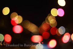 Drunkard in Barcelona (Luis Hernandez - D2k6.es) Tags: barcelona night canon 50mm bokeh bcn tequila colores desenfoque drunkard cubatas flickraward