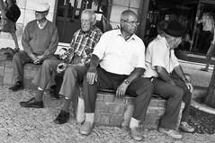 Senhores (Ramon Sanchez Orense) Tags: street plaza portrait people bw blancoynegro portugal calle nikon gente retrato lagos vecinos lightroom paisanos seores d90 senhores