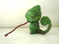 Camo el Mini Munny (Dwimmerlaik) Tags: tongue eyes tail kidrobot ojos epoxy lengua chameleon camaleon minimunny vinyleschiles munnycustom20