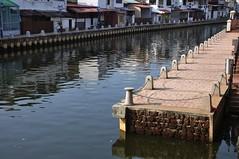 Melaka River (KC Toh) Tags: reflection river pier path peaceful chain walkway 人行道 河流 melakariver 铁链 倒影 码头 马六甲