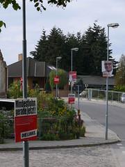 Wahlplakate in der Gartenstraße Ecke Dorfstraße