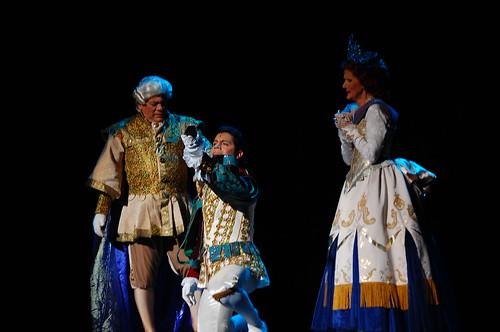 El Príncipe y sus padres con la zapatilla