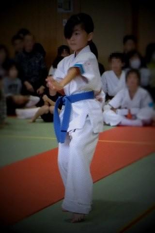 今日の空手の内部試合で娘が「観空」の型の演武をさせていただきました。 難しい型でよく覚えられるものだと感心。