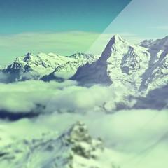 Suiza (Luis Hernandez - D2k6.es) Tags: trip viaje cold verde azul photoshop alpes vintage tren europa suiza nieve amarillo cielo desenfoque nubes reflejo domingo semana frio lunes altura picos jungfrau calor findesemana pijos enfoque