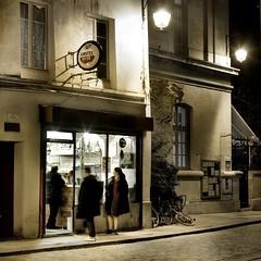 un petit air du vieux Paris (Thibaut Lafaye) Tags: paris caf lamp bar night hotel couscous rue nuit serie vieux lampadaire quartier noire reverbere pav 500x500 troquet winner500
