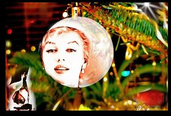 "Marilyn Monroe natale, with love : "" :-) and a beautiful life "" (eagle1effi) Tags: christmas art collage canon favoriten flickr bestof artistic photos kunst marilynmonroe selection powershot ornament fotos monroe mm edition christbaumkugel erwin sx1 auswahl beste damncool selektion bridgecamera effinger lieblingsbilder eagle1effi byeagle1effi ae1fave yourbestoftoday canonsx1is canonpowershotsx1is effiart canonsx1ispowershot effiartkunstcopyrightartisteagle1effi effiarteagle1effi tagesbeste"