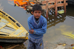 Children Varanasi (sebastien banuls) Tags: voyage street morning travel winter cold men festival fog walking photography photographie religion foggy indie varanasi indians  indi indien hind indi ganga pradesh hodu sangam pilgrims benares uttar haridwar indland prayag  hindistan gange uttarpradesh  svastika indija  desha ndia hindustan hindus  bharata   hiduism  hindia ardhkumbhmela   sdhu  indhiya bhratavarsha bhrrowtbaurshow  hndkastan       bhrata deshamu