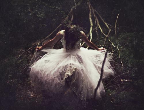 フリー写真素材, 人物, 女性, 人と風景, 森林, ドレス,