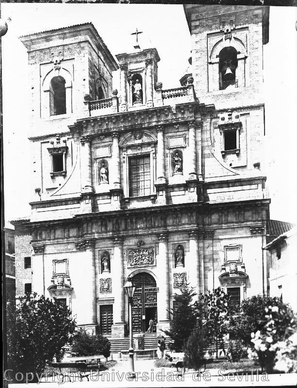 Iglesia de San Ildefonso y Plaza del Padre Juan de Mariana el 11-7-1923. Foto José María González-Nandín y Paúl. Fototeca de la Universidad de Sevilla