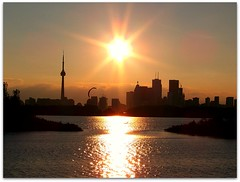 Sunset at Toronto (GlossyEye.) Tags: world park city trip travel original sunset sky urban sun lake toronto canada reflection love water beautiful beauty sport clouds composition landscape photography la photo exposure cntower view friendship shot image kodak outdoor landscaping group picture scene explore trail vision photograph passion lakeontario share fa tommythompsonpark parachut differenza  lamicizia kodakz612  thepowerofnow lamiciziafaladifferenzatheoriginalgroup picnikorpicnic