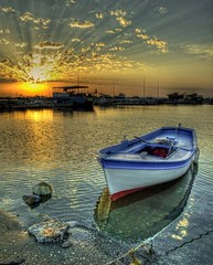 Izmir (Nejdet Duzen) Tags: trip travel sunset sea cloud sun reflection clouds turkey boat ray trkiye creative july explore fisher moment shelter reflexions deniz sandal izmir bulut gnbatm turchia gne yansma turkei seyahat balk barnak abigfave inciralt hzme inciralti vosplusbellesphotos saariysqualitypictures obramaestra turkeit