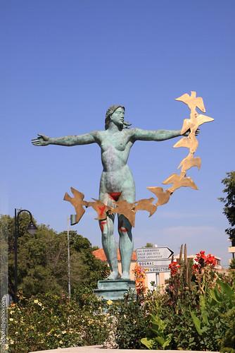 vitrolles13127 gay over blog l'allégorie de la sagesse, statue vandalisée à ...
