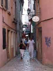 DSCF3254 (Maico Weites) Tags: pink graffiti july croatia fujifilm 12 juli pizzeria rovigno rovinj 2009 roze istri reclamebord istra kroati istrin