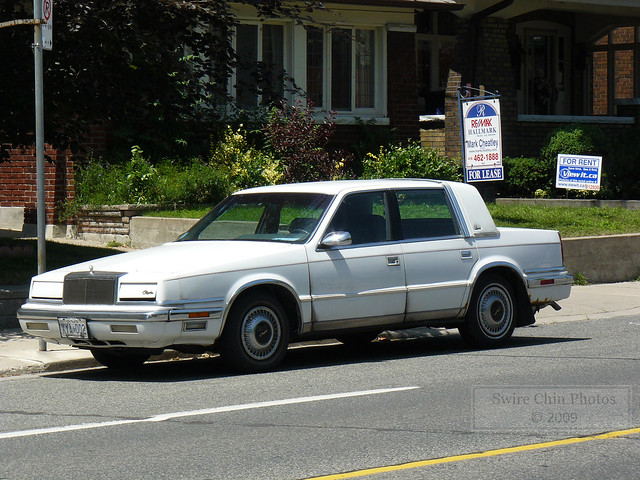auto white toronto ontario canada car sedan plate canadian newyorker american license chrysler licence platformc 10thgeneration 19881993