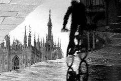 More News From Nowhere (Donato Buccella / sibemolle) Tags: blackandwhite bw italy milan love rain bike bicycle milano streetphotography puddles pozzanghera canon400d specialissima sibemolle loveforbike bokemi comeamoquestepozzanghere checipossofarenononeanchequestainmwtranquil boringpuddles ilduomoleguglieblablablamancasolodecoratoectutto