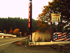 (iseeyoupaintedyoursoul) Tags: sign oregon forest highway northwest motel evergreen pacificnorthwest antiques roadside hillside smalltown motelsign curtin evergreenforest auntiequesantiquesandcollectibles curtinoregon