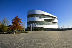 Mercedes-Benz Museum (rbpdesigner) Tags: building slr tourism museum architecture canon germany deutschland mercedes europa europe stuttgart culture mercedesbenz architektur 5d museo turismo cultura alemanha daimler dreammachine badenwrttemberg sonhodeconsumo bundesland  llens canoneos5d mercedesbenzmuseum mercedesmuseum  canonllens gaisburg lentel canonef1635mmf28liiusm estugarda 1635mmf28lii  bundeslandbadenwrttemberg museumercedes mquinadossonhos