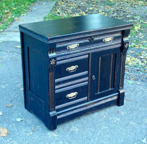 Victorian cottage parcel-gilt washstand