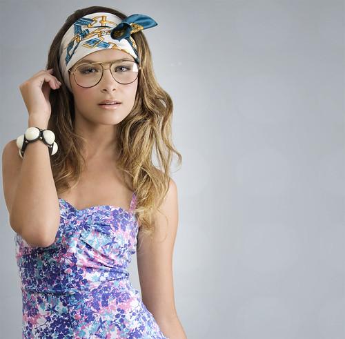 フリー画像| 人物写真| 女性ポートレイト| 白人女性| ドレス| 眼鏡/メガネ| バンダナ|     フリー素材|