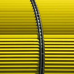 =)= (stemerk44) Tags: abstract color colour yellow architecture facade arquitectura linie vivid line amarillo gelb architektur curve farbe fachada fassade abstrakt kurve curva rhizome lnea colorphotoaward vanagram creattivit artofimages platinumpeaceaward bestcapturesaoi doublyniceshot doubleniceshot