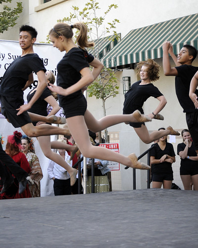 Dancin' On The Avenue