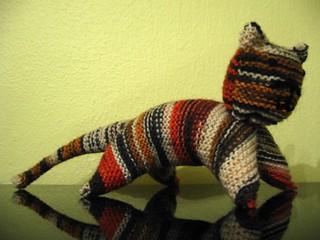 Neulottu kissa pattern by Anna-Maija Järvisalo