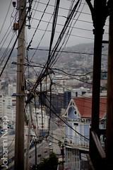 Cableado, Valparaiso, Chile (johannphoto) Tags: chile houses vacation color canon valparaiso poste cable colores cables l casas johann 2009 vacaciones napp johannphoto 5dmkii johannfoto