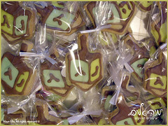 Dreidel Cookie - עוגיית סביבון (Maya Ellis) Tags: cookie gifts hanukkah dreidel weddinggifts סופגניה צהוב כחול חנוכה עוגיות ירוק חום buttercookie סביבון עוגיה מתנותלאורחים רויאלאייסינג זיגוגסוכר מתנותלחתונה עוגייתחמאה