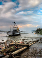 Sailing in Newburgh (angus clyne) Tags: sea hot bike scotland pier boat mud rivertay yacht fife pipe perthshire tay sewage shit smelly newburgh humid thunderstorms flikcr boggin firthoftay carseofgowrie colorphotoaward yachtlol