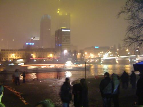 Silvester 2004. Blick vom Maincafé auf die Frankfurter Skyline
