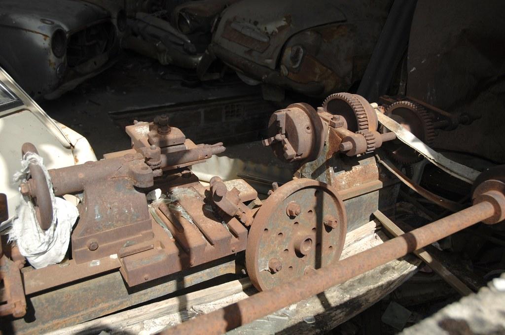 Rusty, belt-driven lathe