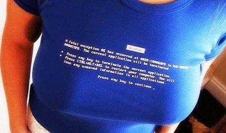 Camiseta tela azul.