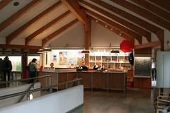 Eingangsbereich mit der Kasse und dem Museumsshop im Wikinger Museum Haithabu vor dem Museumsumbau - WMH 13-09-2009